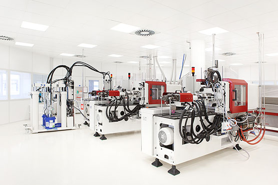 cleanroom with injection moulding machines